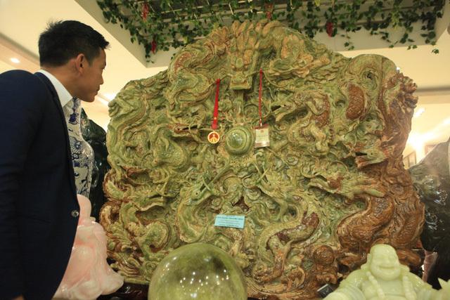 Bức tranh ngọc tạc 9 con rồng lớn nhất châu Á của đại gia Thái Nguyên