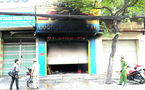 Phá cửa cứu 3 người mắc kẹt trong căn nhà cháy ở Sài Gòn
