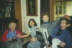 Con gái nuôi Stephen Hawking: 18 năm qua chỉ mong được gặp cha lần nữa
