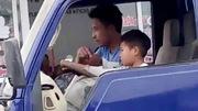 Kinh hãi ông chú Thanh Hóa giao tay lái xe tải cho cháu 10 tuổi