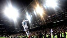 Ronaldo gây sửng sốt, một mình chấp cả đội MU