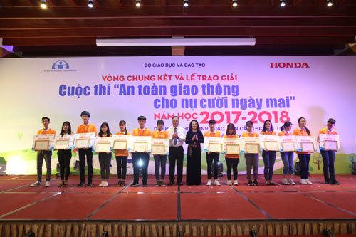 Trao giải hội thi 'An toàn giao thông cho nụ cười ngày mai'