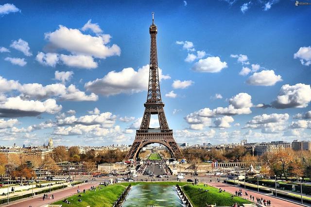 Vượt mặt Paris, Hong Kong, Singapore trở thành nơi đắt đỏ nhất thế giới