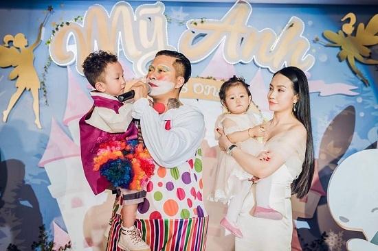 MC Thảo Vân khó xử vì hành động của con trai