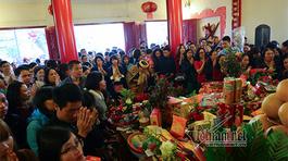 Hà Nội giáng chức hiệu trưởng đi lễ giờ hành chính