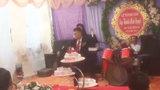 Chú rể trồ tài múa côn trong lễ cưới khiến quan khách ngỡ ngàng