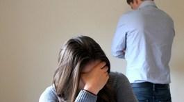 Mẹ chồng thua cờ bạc, con dâu có nên cho vay tiền để trả nợ?