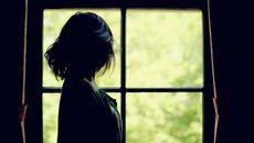 Nàng dâu khổ sở vì mẹ chồng sống 'hai mặt'