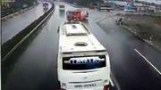 Tốc độ xe khách khi va chạm xe cứu hỏa trên cao tốc