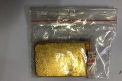 Du khách nước ngoài 'lén' mang vàng miếng lên máy bay