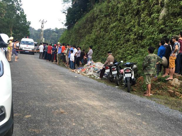 3 người chết trên ô tô đỗ vệ đường