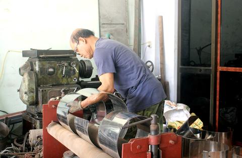 Lão nông lớp 5 chế cỗ máy vạn người mê