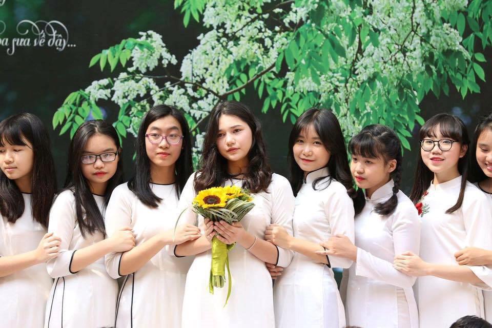 Nữ sinh lai Tây nổi bật trong cuộc thi của trường Phan Đình Phùng