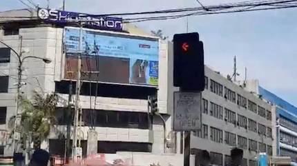 Phim khiêu dâm 'chiếm sóng' quảng cáo giữa giao lộ đông người