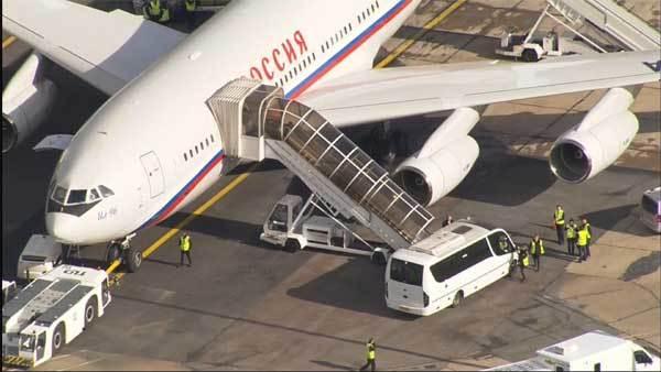 Chiếc máy bay VIP chở 23 nhà ngoại giao Nga về nước