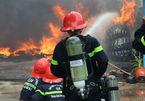 Cháy lớn ở Vũng Tàu, khói đen cao hàng chục mét bao trùm khu dân cư