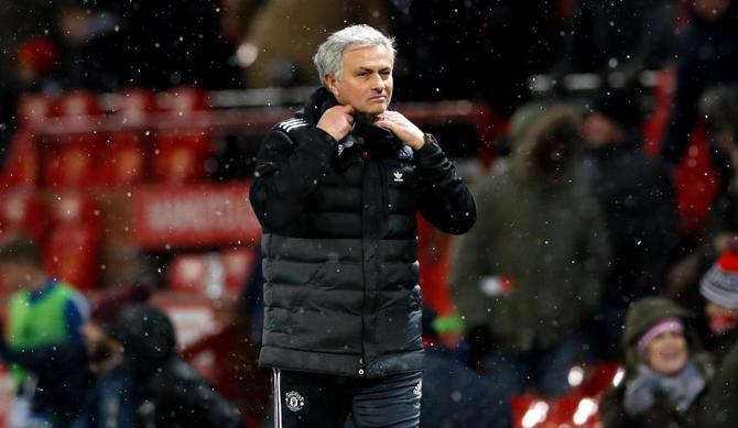 """MU sa thải Mourinho nếu lâm cảnh """"trắng tay"""""""