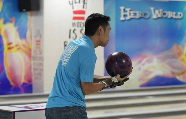 Phóng viên thể thao thử sức tại giải bowlingHà Nội