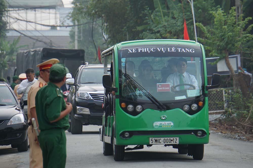 Dân Củ Chi lập bàn vong tiễn biệt nguyên Thủ tướng Phan Văn Khải