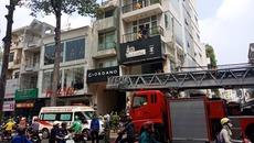 Cảnh sát giải cứu thanh niên bị thang máy kẹp cổ ở Sài Gòn