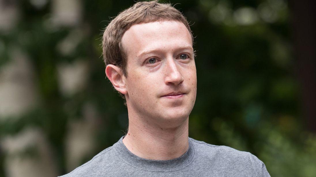 Zuckerberg xin lỗi về bê bối khiến Facebook điên đảo