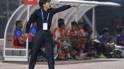 HLV Miura tuyên bố không sợ bị Công Vinh sa thải