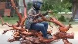 Chiếc xe máy độc nhất vô nhị làm từ gỗ