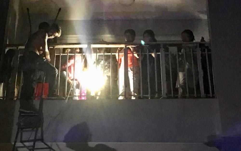 Cháy chung cư Carina Plaza: Đu dây tuyệt vọng chạy trốn lửa