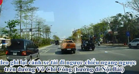Bức xúc cảnh xe tải ngang nhiên lao vào đường ngược chiều ở Hà Nội