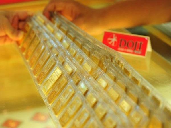Giá vàng hôm nay 24/3: Căng thẳng lên cao, vàng giữ giá đắt