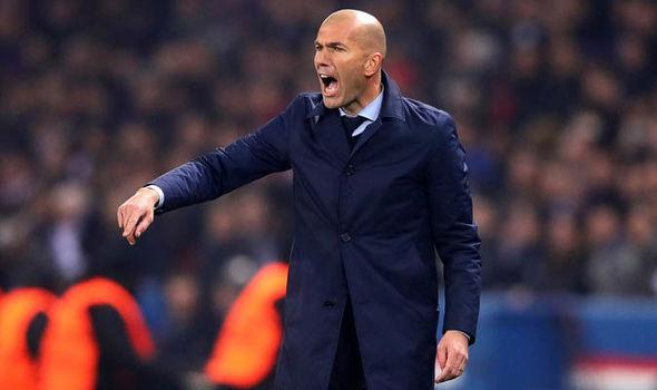 Mourinho 'đá' Pogba lấy Neymar, Zidane bị lật ghế