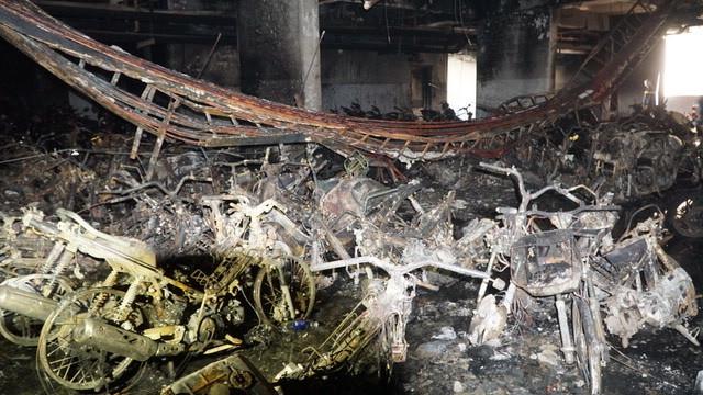 Di ảnh cậu bé 26 tháng tuổi và cảnh tượng nhói lòng sau đám cháy