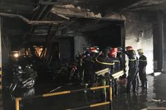 Vụ cháy chung cư Carina Plaza: Ai đền bù hàng trăm ô tô, xe máy bị thiêu rụi?