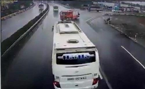 'Văn hoá đường cao tốc'