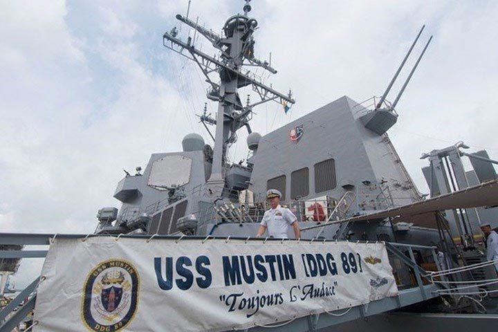 Cận cảnh chiến hạm Mustin của Mỹ vừa đi sát Đá Vành Khăn trên biển Đông