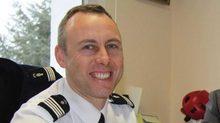 Chuyện viên cảnh sát thế chân nạn nhân bắt cóc khiến cả nước Pháp rơi lệ