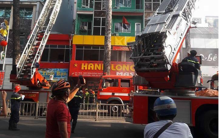 Cảnh sát giải cứu 19 người trong đám cháy ở Sài Gòn