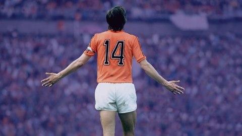 Những pha xử lý cực đỉnh của Johan Cruyff