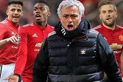 """Lột trần sự thật Mourinho """"đày đọa"""" hai sao bự MU"""