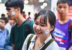 300 độc giả xếp hàng dài xin chữ ký nhà văn Nguyễn Nhật Ánh ở Hội sách