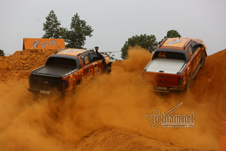 Đua xe địa hình đối đầu trực tiếp lần đầu tiên có ở Hà Nội