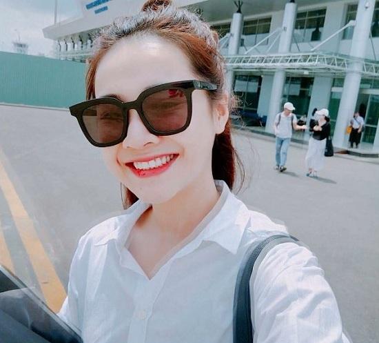 Việt Hương bắt chước Mỹ Tâm với ảnh selfie gây sốt