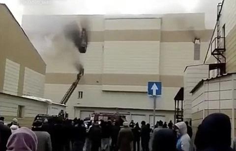 Vụ cháy kinh hoàng ở trung tâm mua sắm Nga