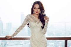 Kỳ Duyên sang trọng quý phái, Hương Giang idol sexy với đầm trắng