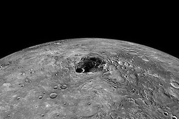 """Khám phá hố, bồn địa và """"đồng bằng"""" trên Sao Thủy"""