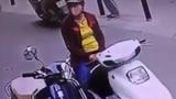 Hai phụ nữ dàn cảnh trộm túi xách trong cốp xe