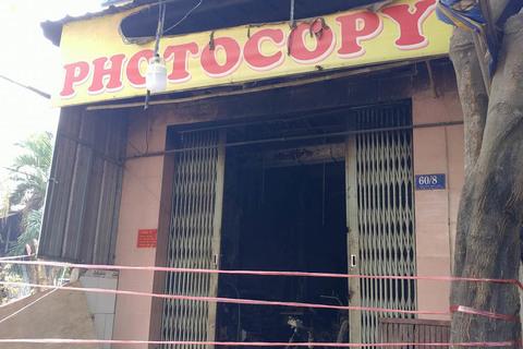 Cháy tiệm photocopy ở Sài Gòn, bố mẹ bất lực nhìn con 2 tuổi tử vong
