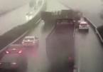 """Xe tải ngược chiều rồi quay đầu khiến cả cao tốc gặp """"bi kịch"""""""