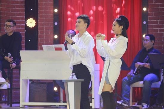 Trần Tùng Anh gây sốt khi hát giọng nữ 'Một thời đã xa'