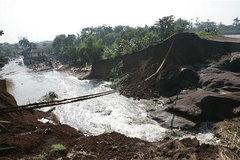 Ác mộng 'sóng thần' giữa đêm khiến gần trăm người chết